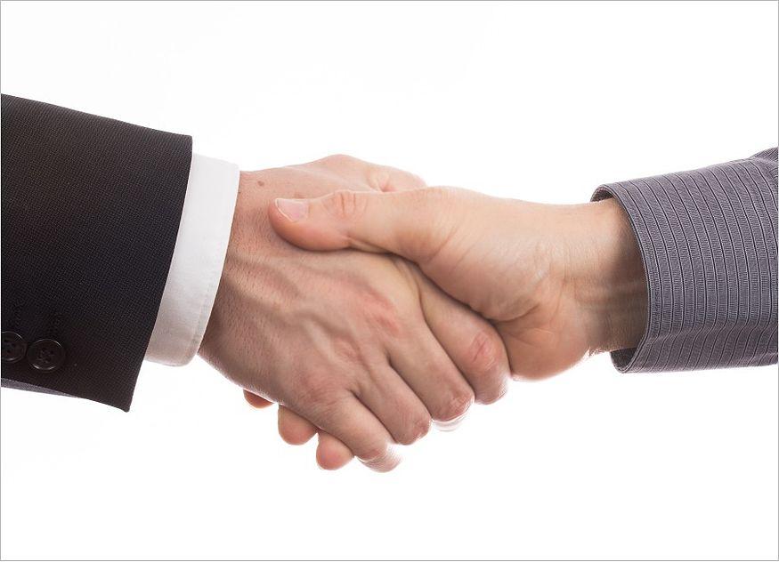 schüttelnde Hände Einigung