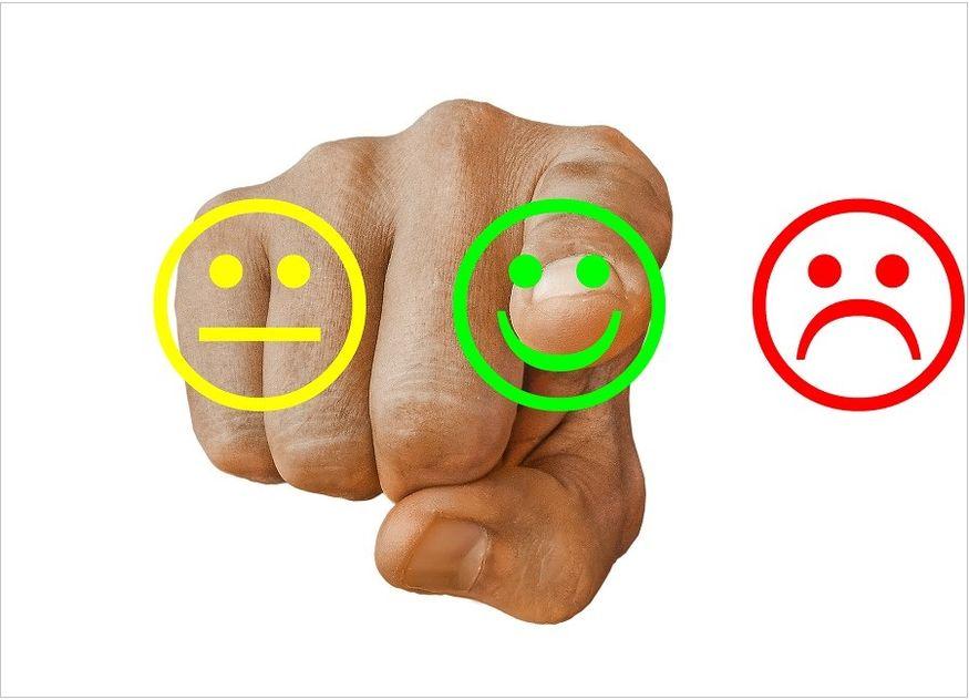 Hand Finger tippen Smileys rot grün gelb
