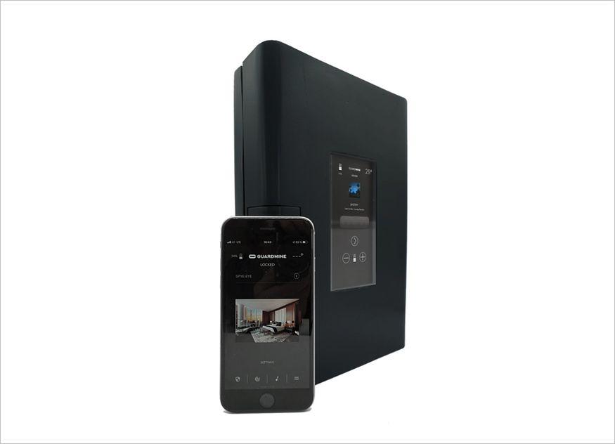 Guardmine ist ein mobiler, alarmgeschützter Multifunktionssafe. Kamera und Bewegungssensoren ermöglichen die Videoüberwachung von Wertsachen oder Räumen