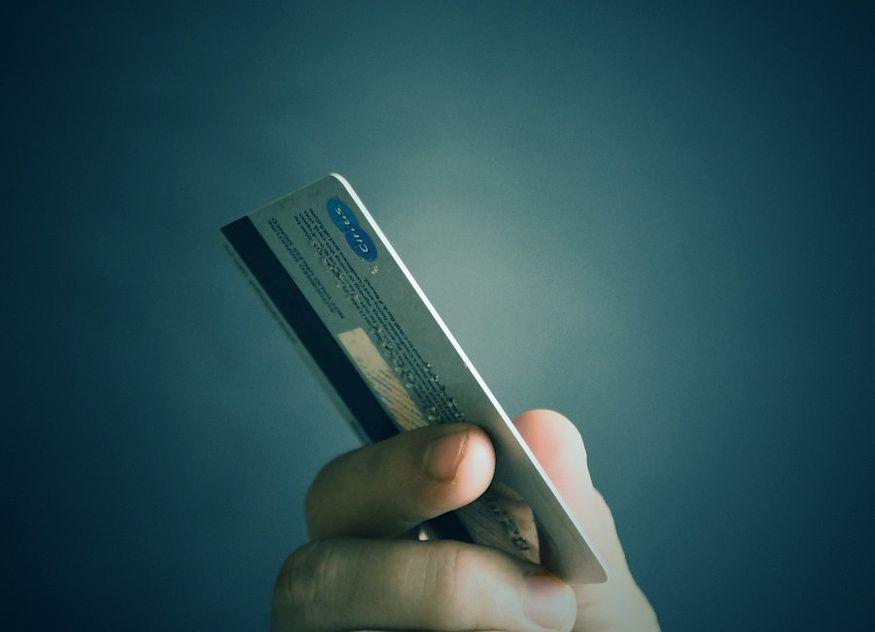 Karte Kreditkarte Hand zahlen