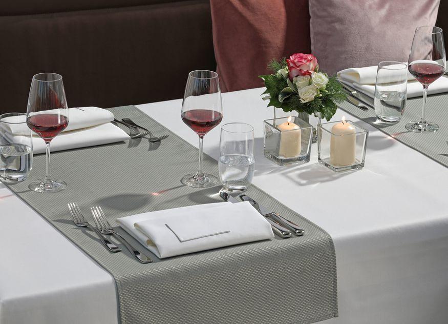 Die Damast-Tischwäsche von Wäschekrone ist für jeden Anlass individuell einsetzbar