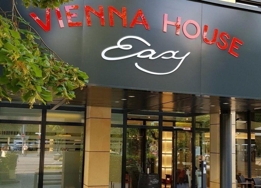 Vienna House Logo Hotel Eingang
