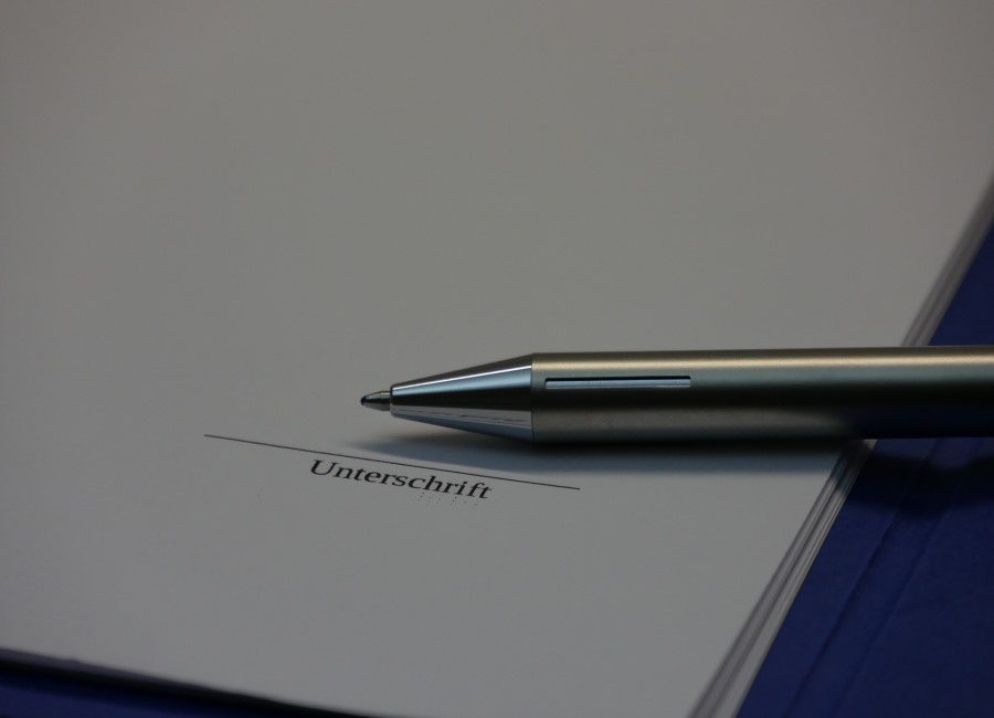 Stift Blatt Unterschrift