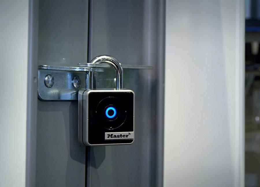 Master Lock Vorhängeschloss Hotellerie Innenbereich Bluetooth Smart 4400 EURD Smartphone App Vault Enterprise