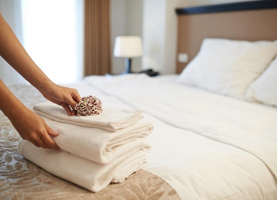 Housekeeping Hände Handtuch Hotel