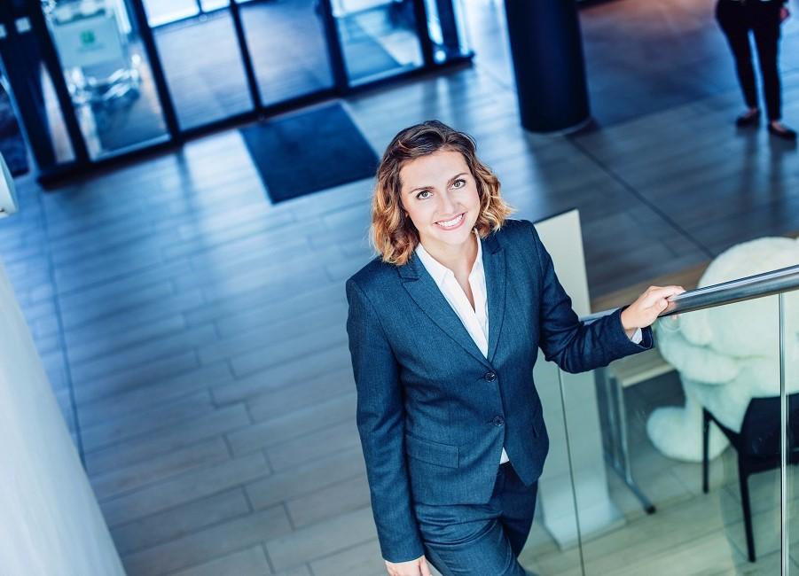 Frau Treppe Aufstieg Business