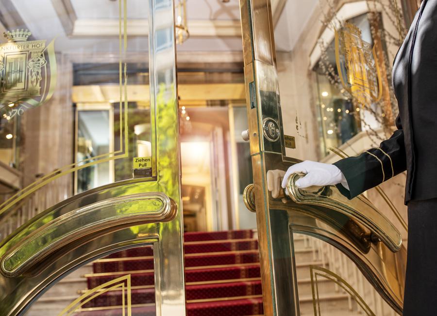 Die Deutsche Hospitality setzt in Zusammenarbeit mit IBC Europe auf die antimikrobielle Nano-Beschichtung aller häufig berührten Oberflächen in den Hotels