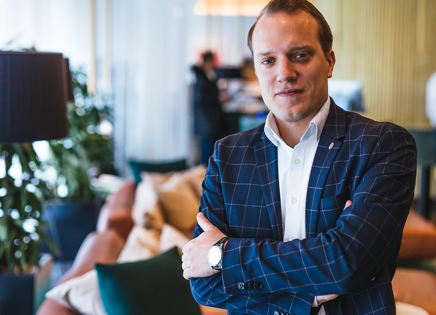 Fabian Ahrendt unterstützt das Management Team des Rocco Forte The Charles Hotel in München als Executive Assistant Manager in Charge of Rooms Division