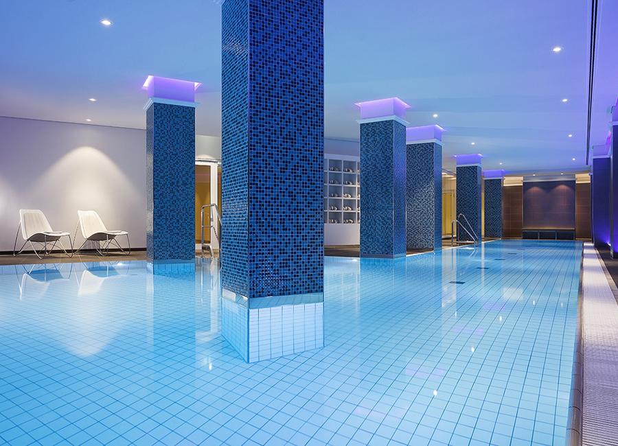 Der 20 Meter lange Indoor-Pool ist für alle Schwimmliebhaber das Highlight des neuen Heavenly Spa Deutschlands by Westin