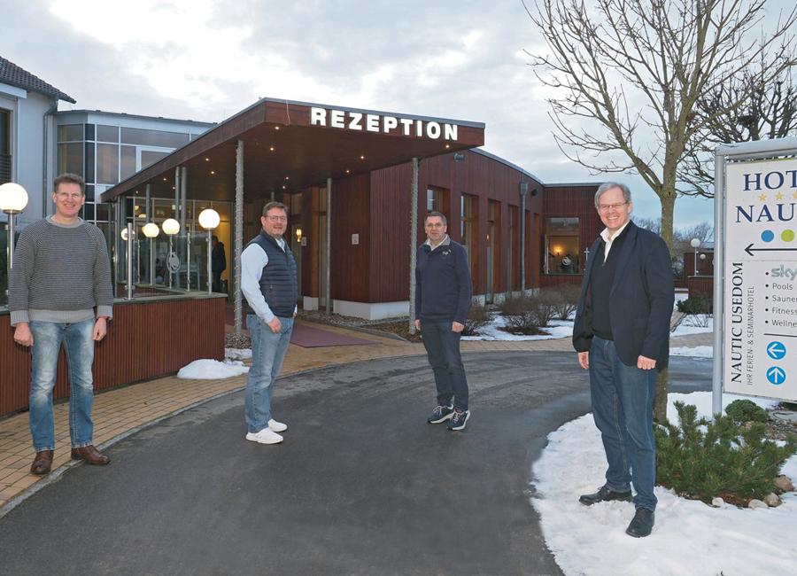 Die bisherigen und neuen Eigentümer des Hotel Nautic auf Usedom
