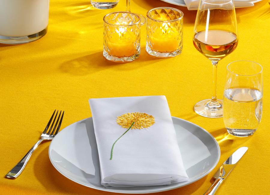 Wäschekrone Veredelung Stoff Serviette Köper aufgestickte Blume
