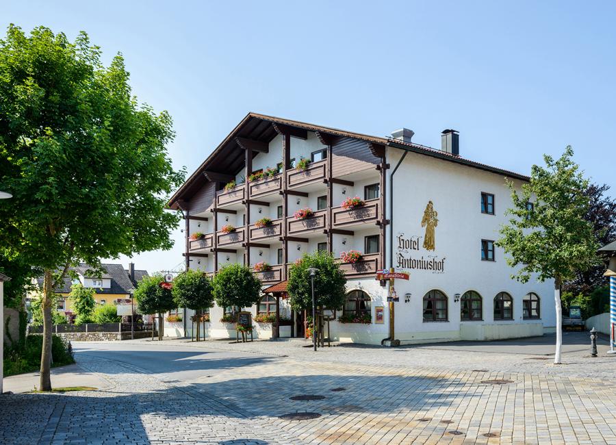 Frisch renoviert und nach mehrmonatiger Pause wieder für Gäste geöffnet: das Best Western Hotel Antoniushof in Schönberg, Bayerischer Wald