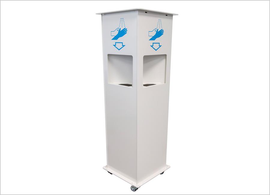 Bis zu vier Personen gleichzeitig können sich an der Desinfektionsstation Multi4U von dinotec die Hände desinfizieren / Foto: dinotec