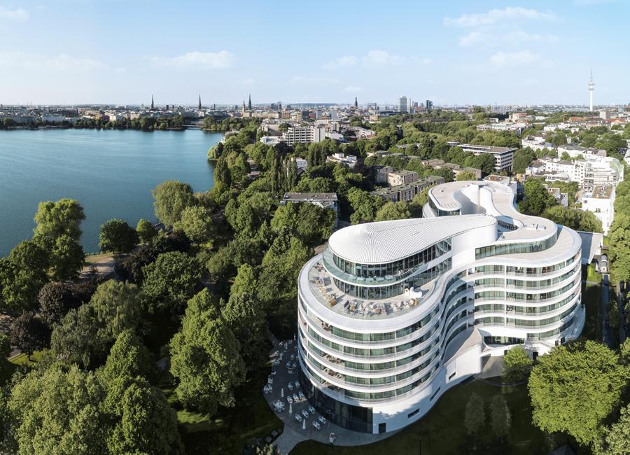 Das The Fontenay Hotel Hamburg belegt den ersten Platz im neuen Falstaff Hotel Guide