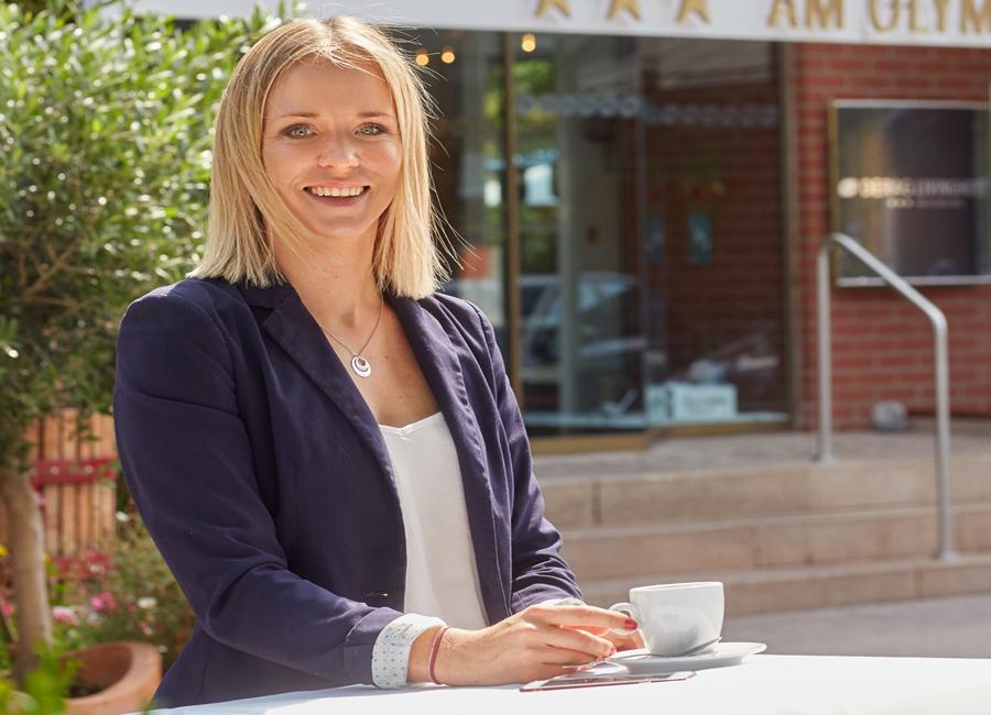 Hoteldirektorin Janet Stache packt auch im neuen Hotelalltag tatkräftig mit an
