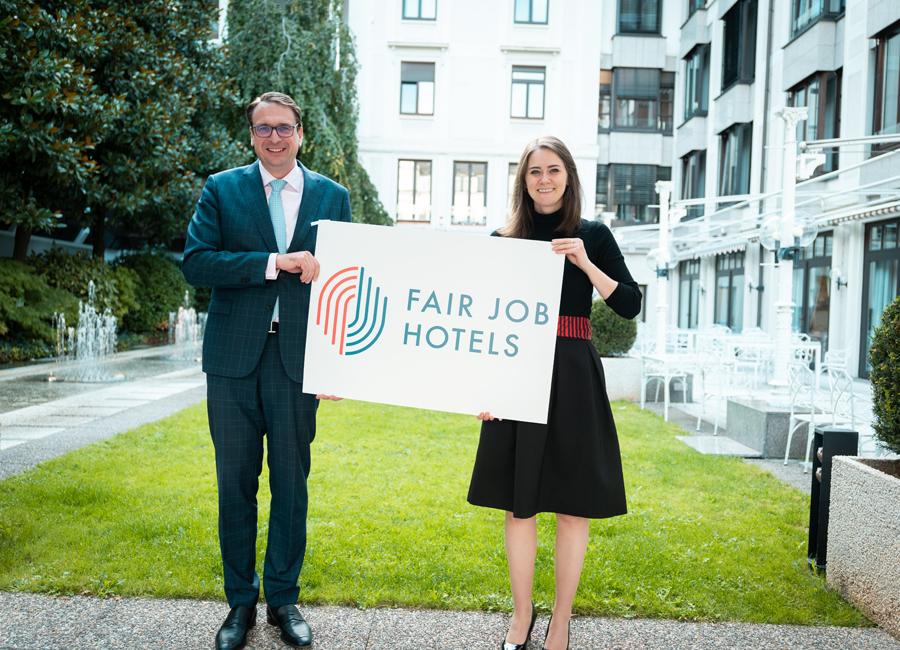 Alexander Aisenbrey (Der Öschberghof, erster Vorsitzender Fair Job Hotels) und Maria Mittendorfer (Geschäftsführerin Fair Job Hotels) setzen sich mit dem Verein für Fairness in der Hotel- und Gastronomiebranche für faire Arbeitsbedingungen in der Branche ein