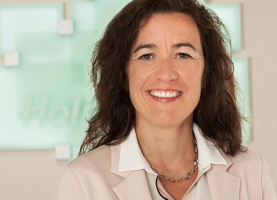 """""""Wir möchten den jungen Menschen etwas mit auf dem Weg ins spätere Leben geben – auch, was ihre Persönlichkeit oder die Sozialkompetenz anbelangt"""", sagt Claudia Schulze-Clewing, Personalreferentin im Holiday Inn München-Unterhaching, im Bezug auf die Ausbildung im Hotel"""